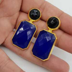 Vergoldete Ohrringe mit schwarzem Onyx und Chalcedon blau