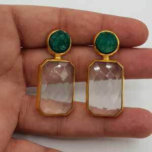 Vergoldete Ohrringe mit Kristallen und grünen roh-Achat-Stein