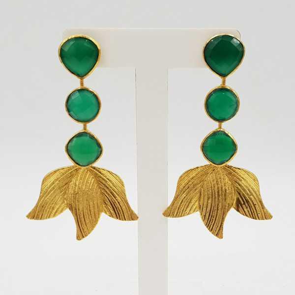 Vergoldete Ohrringe mit grünem Onyx.