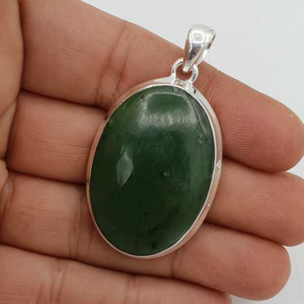 Zilveren hanger gezet met brede ovale Jade