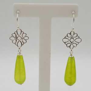 Zilveren oorbellen met lime groene Jade