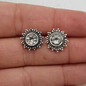 Zilveren oorknoppen gezet met facet geslepen groene Amethist