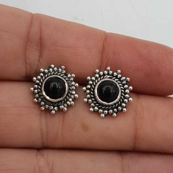 Zilveren oorknoppen gezet met ronde zwarte Onyx