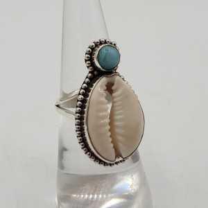 Zilveren ring met Cowrie schelp en Larimar