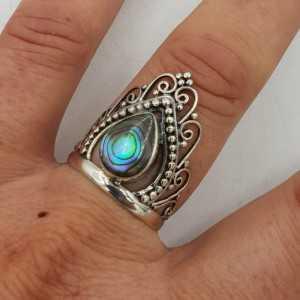 Zilveren kroon ring gezet met Abalone schelp