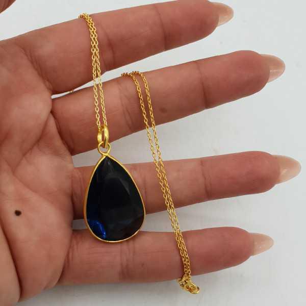 Vergoldete Halskette mit einem Ioliet Blauquarz-Anhänger