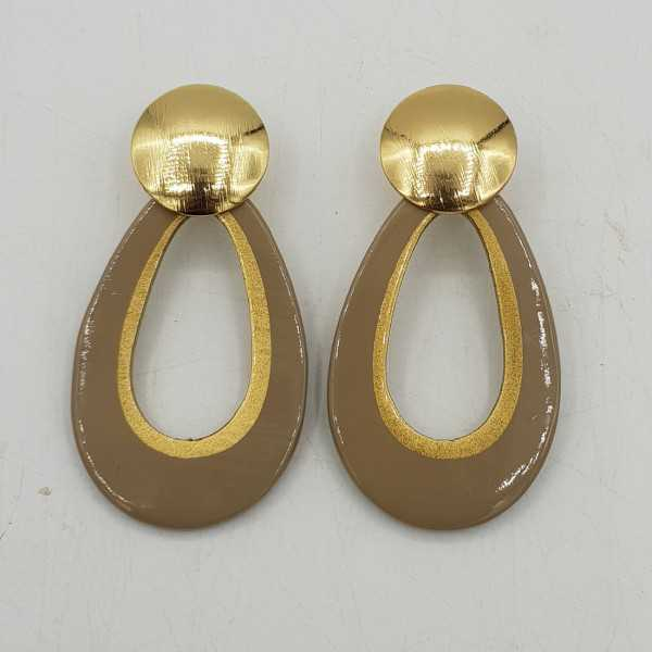 Drop earrings with a large round oorknop and buffalo horn pendant