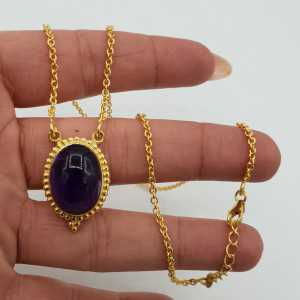Vergoldete Halskette mit einem ovalen Amethyst als Anhänger