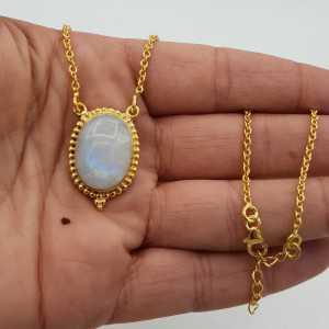 Vergoldete Halskette mit einem ovalen Mondstein-Anhänger