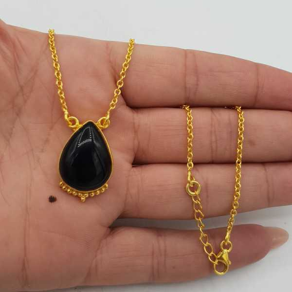 Vergoldete Halskette mit einem tropfenförmigen schwarzen Onyx-Anhänger