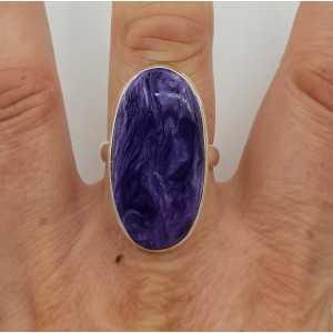 Zilveren ring gezet met ovale Charoiet 19 mm
