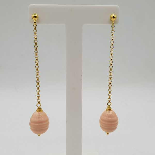 Lange oorbellen met zalm kleurige Parel