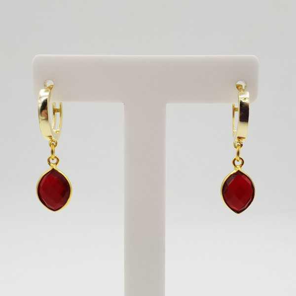 Goud vergulde creolen met Granaat rode quartz hanger