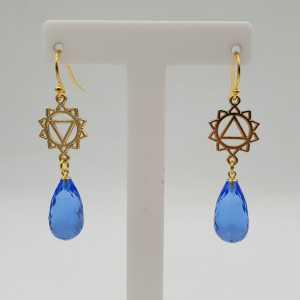 Goud vergulde chakra oorbellen met blauw Topaas quartz