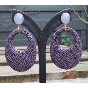 Vergulde oorbellen met oval lavendel Chalcedoon en paarse Roggenleer