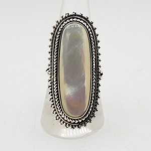 Zilveren ring gezet met ovale Parelmoer