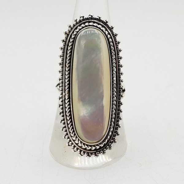 Ein Silber ring set mit einem ovalen mother-of-Pearl