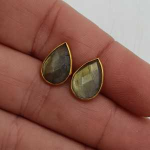 Gold-plated oorknoppen with a drop-shaped faceted Labradorite