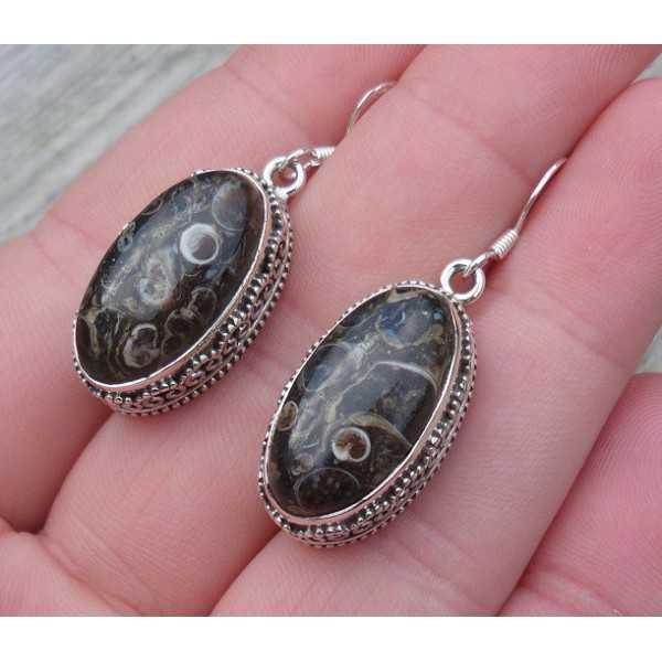 Silber Ohrringe mit Turitella-Achat-set in einem geschnitzten Einstellung