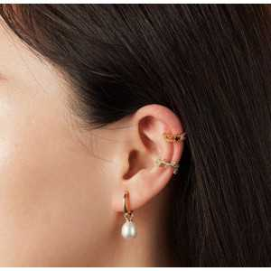 Gold-plated creole with a Pearl earring