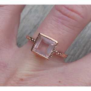 Vergoldeter ring mit einem quadratisch facettierten Rosenquarz-17.3 mm