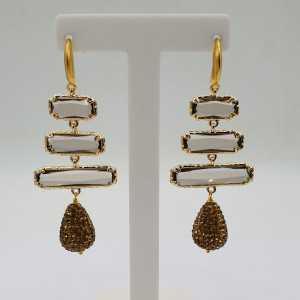 Goud vergulde oorbellen met druppel van gouden kristallen