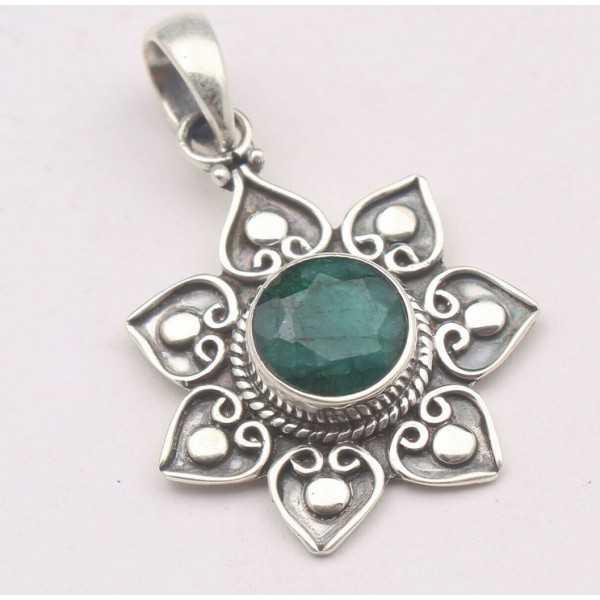 Zilveren hanger bloem gezet met Emerald