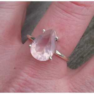 Zilveren ring gezet met druppelvorm facet Rozenkwarts 18.5 mm