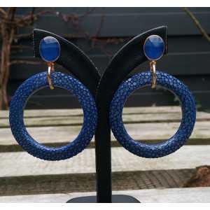 Vergulde oorbellen circel van blauw Roggenleer en Chalcedoon