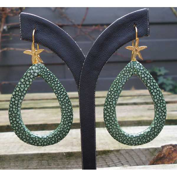 Gold plated earrings with open drop of green Roggenleer