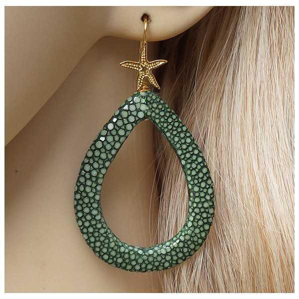 Vergulde oorbellen met open druppel van groen Roggenleer