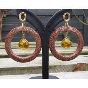 Vergoldete Ohrringe mit Citrin und braunen Roggenleer