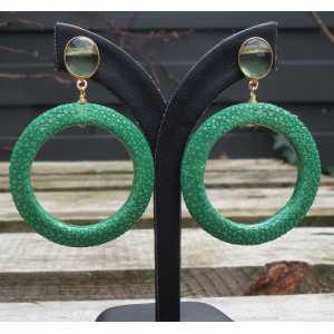 Vergulde oorbellen met groene Amethist en ring van groen Roggenleer