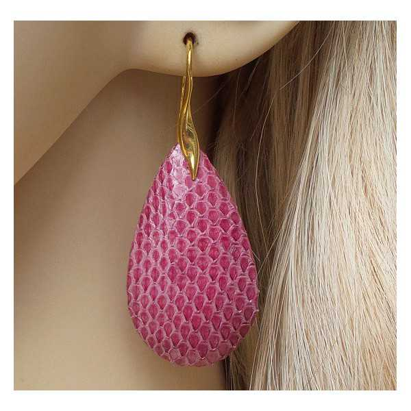Vergulde oorbellen met druppel van roze Slangenhuid