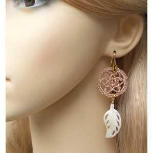 Vergulde oorbellen veer van Parelmoer en ring van zijdedraad