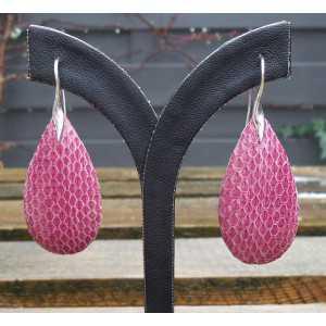 Zilveren oorbellen met druppel van roze Slangenhuid