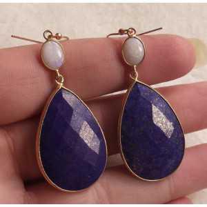 Vergulde oorbellen gezet met Ethiopische Opaal en Lapis Lazuli