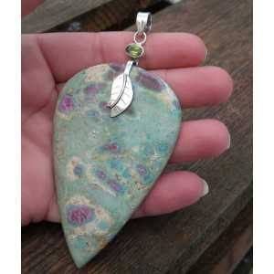 Silver pendant with a large Ruby in Fuchsiet and Peridot