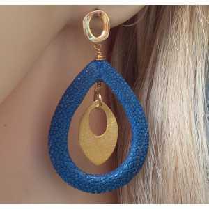 Vergulde oorbellen met open druppel van blauw Roggenleer