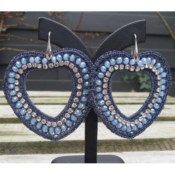Oorbellen met harten van zijdedraad en kristallen