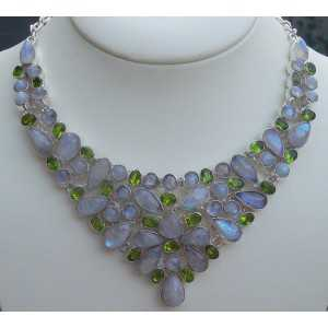 Silver necklace set with Peridot and rainbow Moonstone