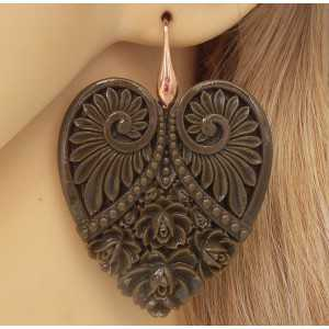 Vergoldete Ohrringe mit cut-out-Herzen Braun