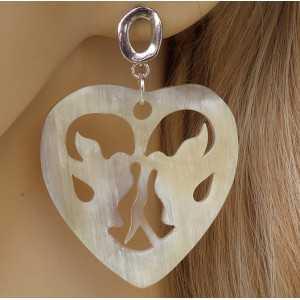 Zilveren oorbellen met harten met duiven van Buffelhoorn