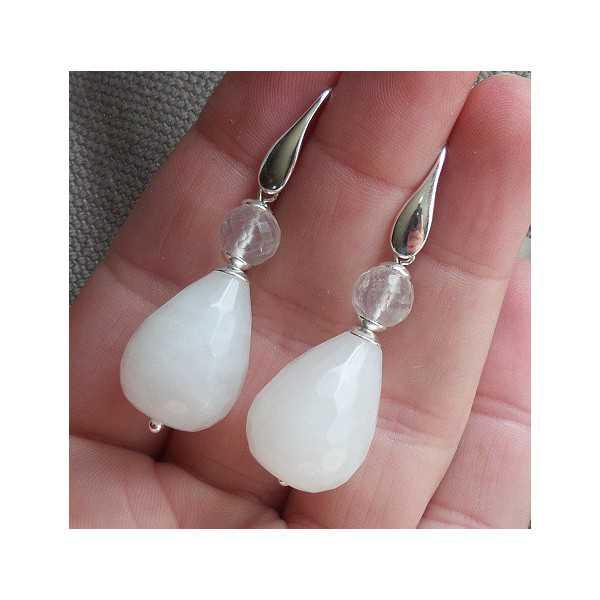 Zilveren oorbellen met witte Jade druppel en Rozenkwarts