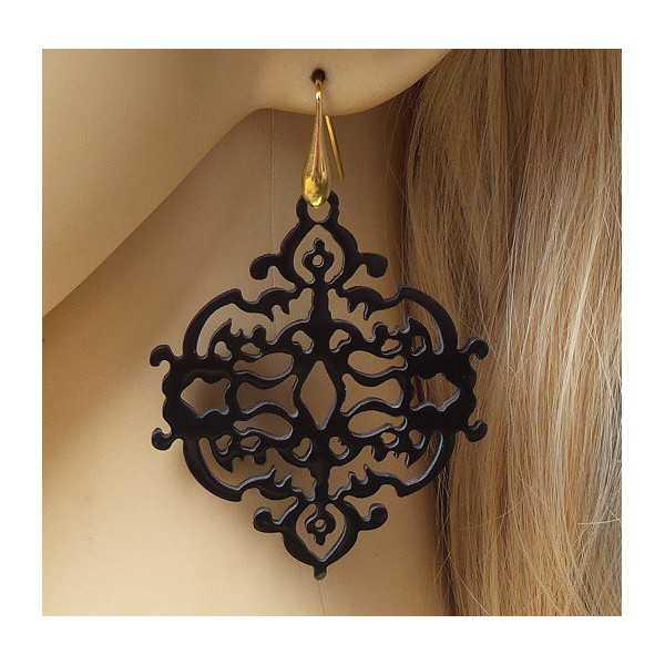 Vergoldete Ohrringe mit geschnitzten schwarzen Büffel horn