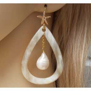 Gold plated earrings with buffalo horn and Keshi Pearl