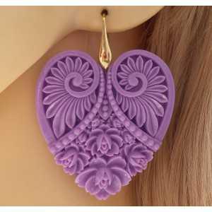 Vergoldete Ohrringe mit cut-out-Herz lila