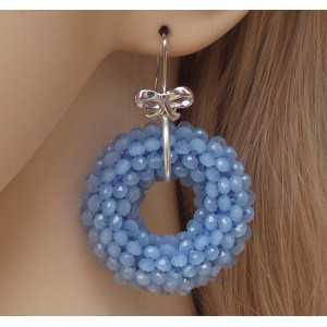Zilveren oorbellen met ronde hanger van licht blauwe Kristallen