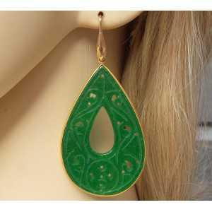 Vergulde oorbellen met grote uitgesneden groene Jade in omlijsting