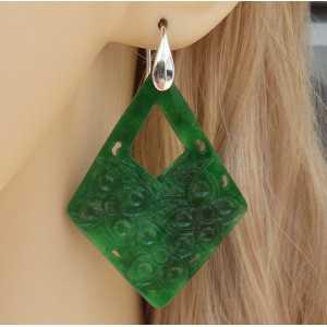 Zilveren oorbellen met uitgesneden groene Jade